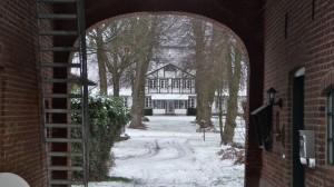 Gutshof Güsdorf durch Torhaus